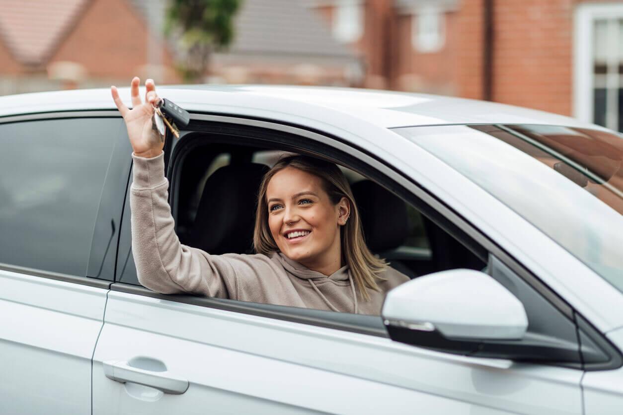 A female driver holding her car keys