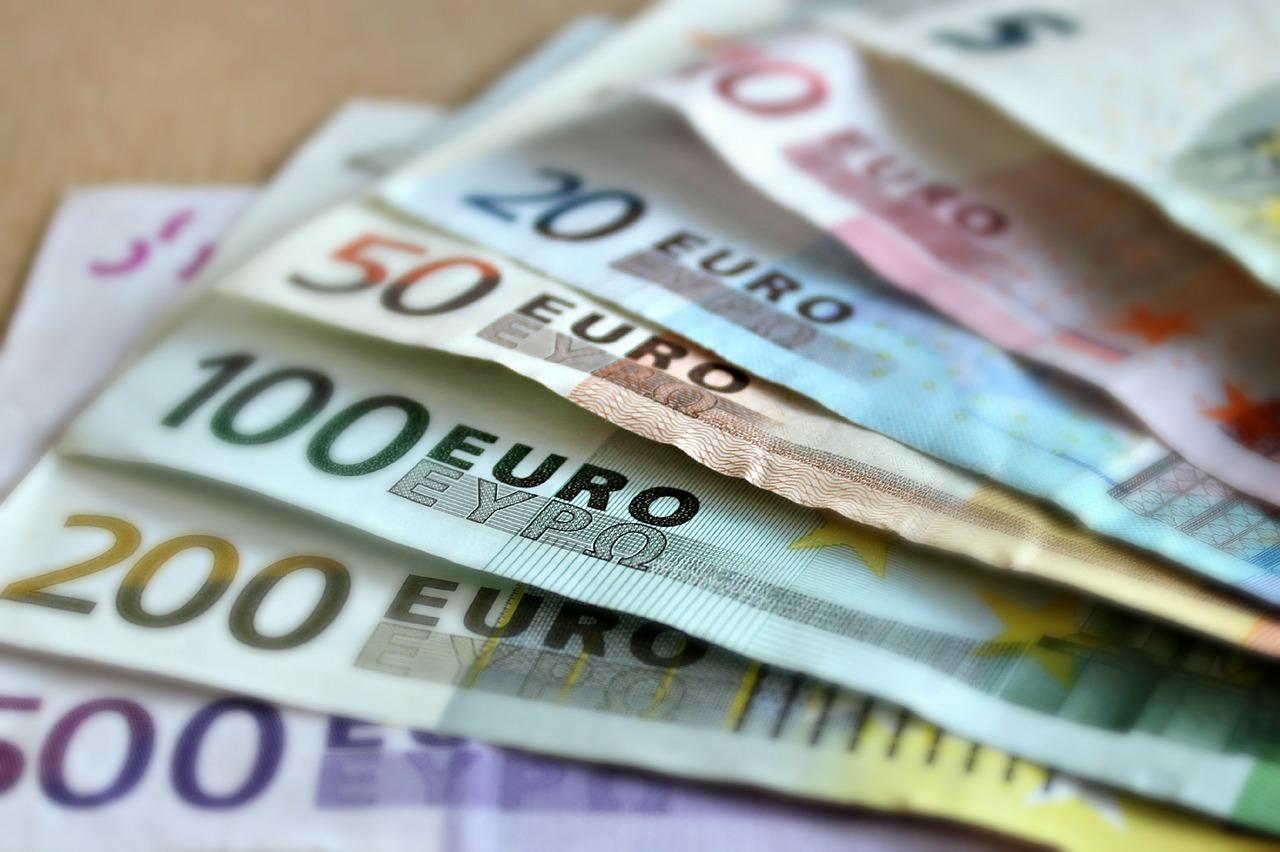 euro cash bank notes